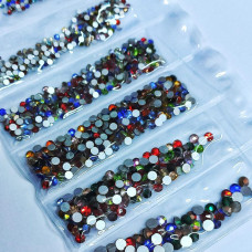Декор для ногтей Камни стразы для дизайна ногтей разные цвета и размеры 1440штук Цветные камни для маникюра